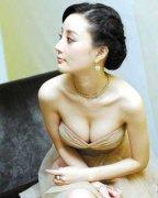 李小璐隆胸了吗?喂奶照破隆胸传言?身材前后对比变化巨大引争议!