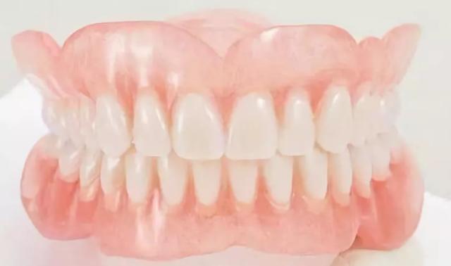 年轻人戴假牙要注意哪些事项?