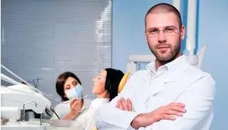 上海烤瓷牙医生