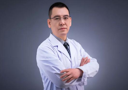 北京爱多邦王绍国医生靠谱吗?医生个人介绍 附赠隆胸案例