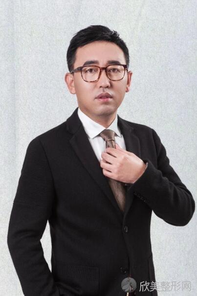 成都星范医疗整形美容门诊刘向文医生