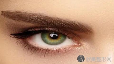 长沙哪个医生做眼袋手术好?长沙内切去眼袋手术医生排名推荐及案例