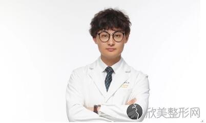 成都做双眼皮的医生哪个好?排名前三的双眼皮整形医生特别牛!