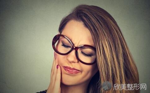 治疗口腔溃疡的4个简单小方法!