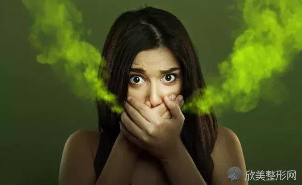 口腔异味太重,一开口熏晕身边人?医生提醒:4点帮你快速改善!