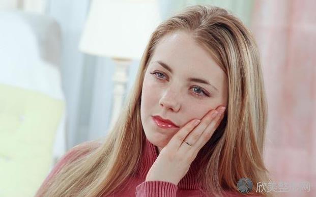 了解口腔溃疡的原因,从几个方面预防和治疗口疮!