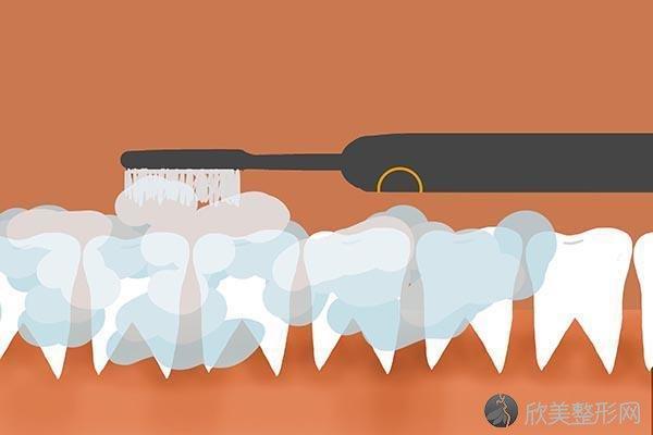 解决口臭该怎么做?牙缝里抠出又黄又臭小石子,到底是什么?