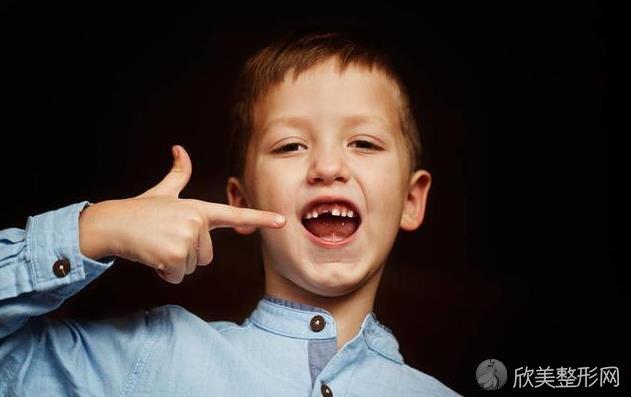 牙齿意外脱落,不需要补?这3个后果你可能承受不来!