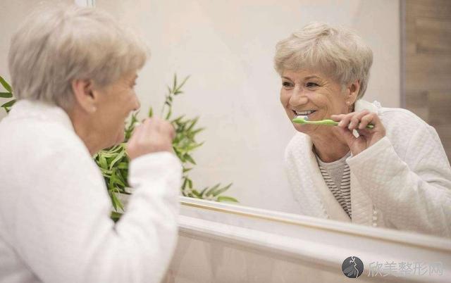 牙龈总是出血,是在说明什么?医生:莫要忽视这2个大问题!