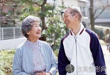 有哪些老人假牙的保健方法?